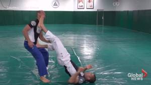 United Airlines: Jiu-Jitsu instructor shows how to defend against being dragged off a plane