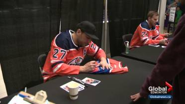huge selection of 15f0f 0adf8 Long lines as Edmonton Oilers hold autograph session at West ...