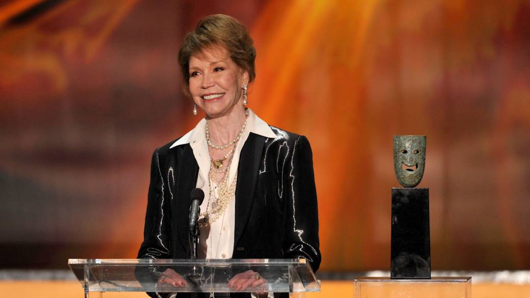 Click to play video 'Obit: Mary Tyler Moore, TV and movie star, dies at 80'