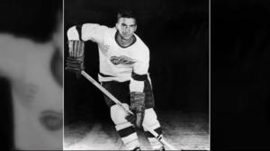Hockey Hall of Famer and pioneer Ted Lindsay dies at 93