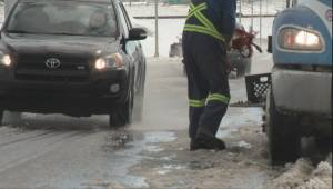Calgary tow truck operator says it will take a week to clear vehicles abandoned in storm (02:17)