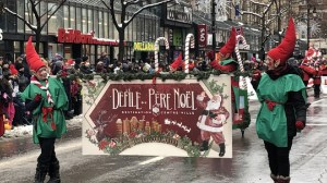 Santa spreads holiday cheer at Montreal parade