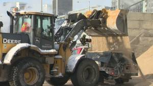 Snow removal underway in Montreal (01:44)