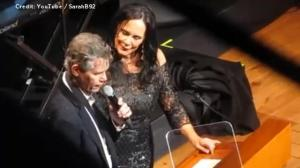 Randy Travis offers emotional rendition of 'Amazing Grace' during Country Music Hall of Fame induction