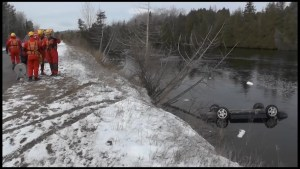 Car plunges into Otonabee River near Lakefield