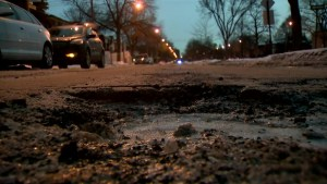 Potholes appearing as Montreal weather fluctuates