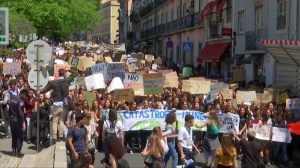 Climate change protests held across the world to call on governments for urgent action
