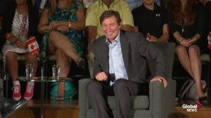Wayne Gretzky discusses Toronto Maple Leafs with Stephen Harper