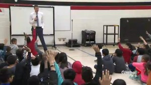 Anthony Farnell visits Richmond Hill, Ont. school to talk weather, answer questions