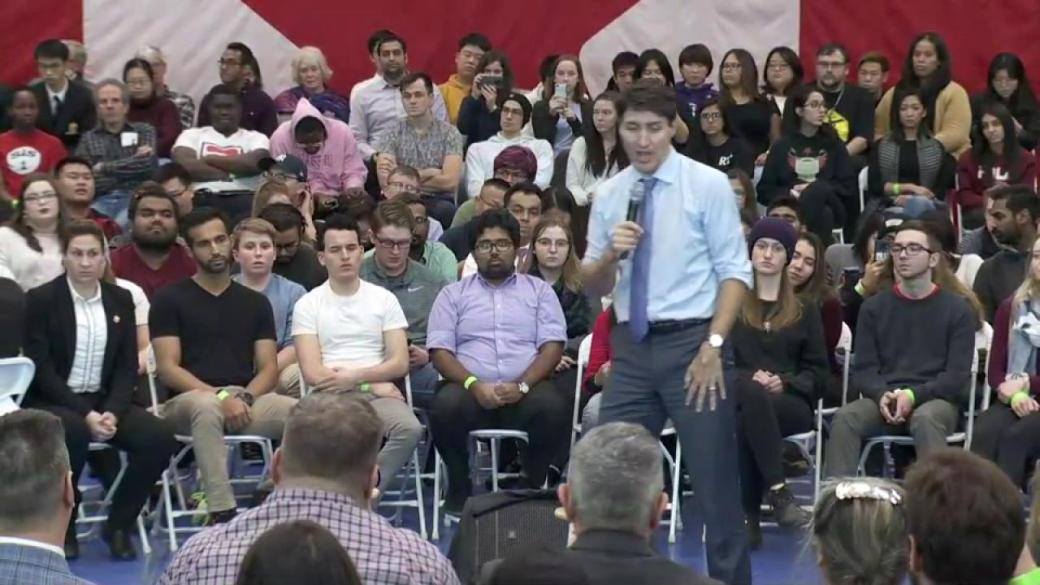 Click to play video 'Trudeau says he continues to talk to Trump about 'challenges' around softwood lumber'