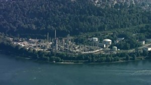 Government data shows Canadian refineries emit more pollutants than U.S. facilities