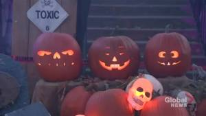 Smitheman Haunted Yard creates scares for another year in Pointe-Claire (01:00)