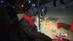 Quebecers lay flowers to commemorate Quebec City mosque shooting victims