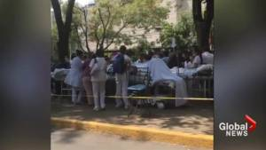 Doctors treat earthquake victims on Mexico City street