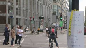 Cyclists fed up with traffic lights on de Maisonneuve Boulevard (02:21)