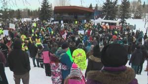Huge crowd gathers at pro-pipeline rally in Grande Prairie