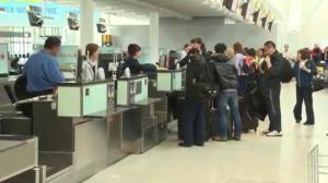 Global News explains: How airlines set ticket prices