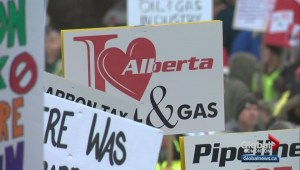 Hundreds gather in Grande Prairie for pro-pipeline rally