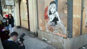 Banksy takes swipe at France on migrant crisis (01:44)