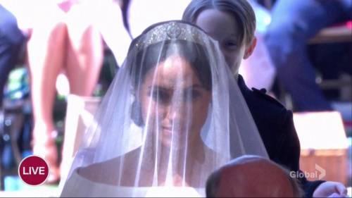 Royal Wedding: Meghan Markle\'s wedding dress revealed | Watch News ...