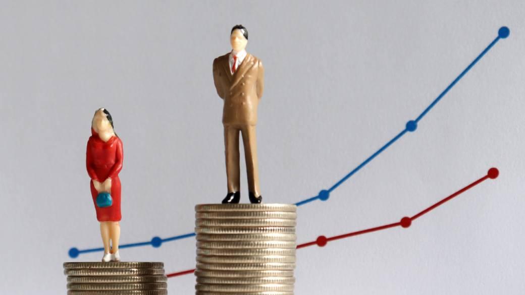 Canada's gender wage gap narrows: women earn $4.13 less than men per hour