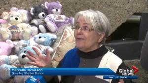 Edmonton woman knits dozens of Christmas teddy bears for Global's Give Me Shelter campaign