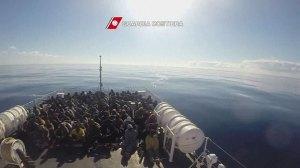 Raw video: Italian Coast Guard rescues 371 African migrants