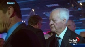 Family, hockey legends pay tribute to Gordie Howe