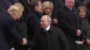 Russian president Vladimir Putin arrives last to Armistice ceremony