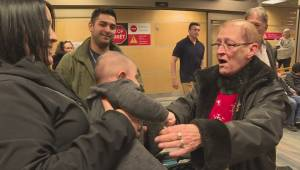 A heartwarming scene at the Kelowna Airport after a contest winner was reunited with her family (02:00)