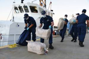 HMCS Moncton, U.S. Coast Guard seize 1 ton cocaine in Caribbean Sea
