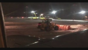 Plane slides off taxiway at Edmonton airport amid icy conditions