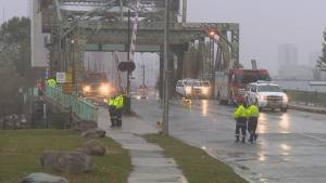 Toronto police searching for driver after car plunges off bridge (00:50)