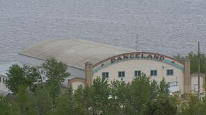 Manitou Beach, Sask. fighting to save famed Danceland hall amid water concerns