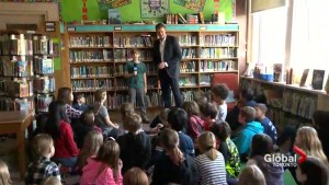 Global's Anthony Farnell gives Grade 4 students a lesson in TV Meteorology