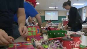 Little Elves Foundation making the holidays brighter for those living with HIV-AIDS (01:53)