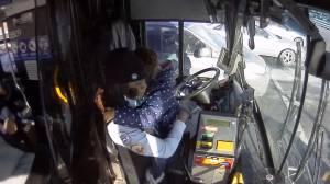 Video shows Milwaukee bus driver helping young girl after mom has seizure