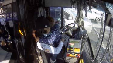 Video captures Milwaukee bus driver helping girl after mother has