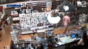 Naked man from Pennsylvania grabs coffee at Vermont coffee shop