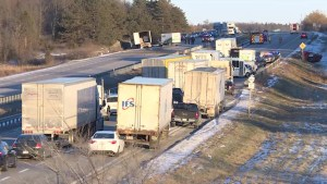 Accident west of Kingston closes 401