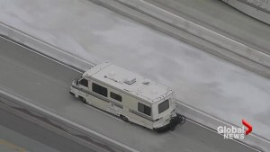 Los Angeles police chase possible kidnapping suspect in motor-home