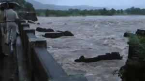 Raw video: Heavy floods prompt bridge collapse in India