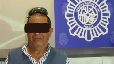 Man arrested after trying to smuggle $44K of cocaine under toupee