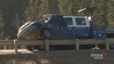 Calgary man killed in 3-vehicle crash near Priddis - Calgary