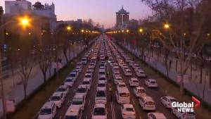 Taxi protest shuts down primary roadway in Madrid (00:56)