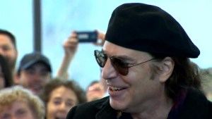 Foreigner's Tom Gimbel visits Montreal's Shriners Hospital