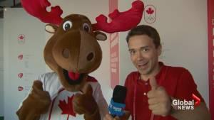 Rio 2016: 'Komak' gives Canada's athletes two thumbs-up