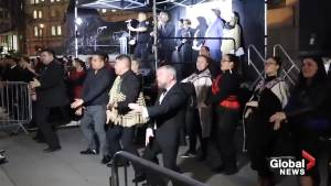 New Zealand shooting: Thousands perform ceremonial 'Haka' dance in London (00:44)