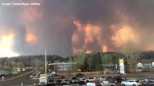 Time-lapse footage captures rapidly-spreading wildfire in Fort McMurray