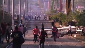 Student protesters dead in Nicaragua as clashes with police continue